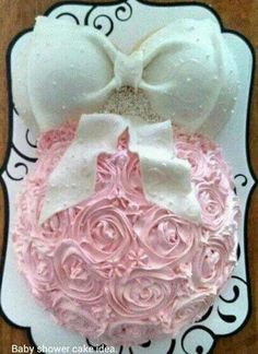 Cool Baby Shower cake Ideas - Unique Baby Shower Ideas for your Special Day! Baby Shower Cake Sayings, Idee Baby Shower, Fiesta Baby Shower, Unique Baby Shower, Girl Shower, Baby Shower Gifts, Baby Shower Cake For Girls, Shower Party, Baby Shower Parties