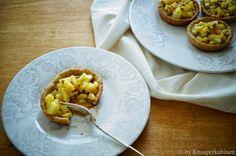 KNUSPERKABINETT: glutenfreie und vegane Cashew-Karamell-Törtchen mit frischer Ananas und Maracuja
