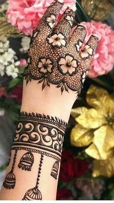 Henna Hand Designs, Mehndi Designs Finger, Floral Henna Designs, Latest Bridal Mehndi Designs, Back Hand Mehndi Designs, Stylish Mehndi Designs, Mehndi Designs For Beginners, Mehndi Designs For Girls, Wedding Mehndi Designs