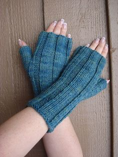 Ribbed Knooked Gauntlets pattern by Karen Whooley Weaving Patterns, Knitting Patterns, Crochet Patterns, Tunisian Crochet, Crochet Yarn, Crochet Hand Warmers, Knooking, Fingerless Gloves Knitted, Wrist Warmers