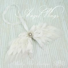 Shabby Art Boutique - make a pair of Angel Wings Merry Christmas, Christmas Ornament Crafts, Angel Ornaments, Christmas Angels, Holiday Crafts, Christmas Holidays, Christmas Decorations, Xmas, Memorial Ornaments
