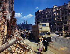 1945, Allemagne, Berlin Les ruines de la ville en été .......