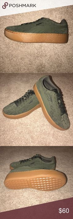 17a9eb57c77446 Women s Puma Vikky Platform size 6 Brand new in box pair of Women s Puma  Vikky Platform size These have the Velvet rope material one them.
