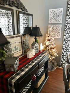 30 Super Rustic Farmhouse Style Christmas Home Decor Ideas – christmas decorations Plaid Christmas, Winter Christmas, Christmas Home, Apartment Christmas, Buffalo Check Christmas Decor, Christmas Ornaments, How To Decorate For Christmas, Christmas Trees, Christmas Cookies