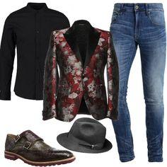 Jeans skinny alla caviglia, camicia extra slim fit, giacca in jacquard con fantasia floreale e collo con revers in raso. Completano il look splendide scarpe in pelle con fibbia e stampa di coccodrillo, e cappello Borsalino. Per luomo che ama farsi notare.