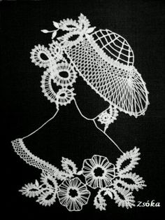 fofo Costume Jewelry Crafts, Bobbin Lacemaking, Bobbin Lace Patterns, Lace Heart, Lace Jewelry, Lace Making, Fantasy Artwork, String Art, Art Decor