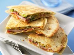 Quesadillas with ham and cheese - meins - Sandwiches Quesadilla Recipes, Sandwich Recipes, Snack Recipes, Dinner Recipes, Easy Smoothie Recipes, Easy Smoothies, Coconut Recipes, Ham And Cheese, Cheese Recipes