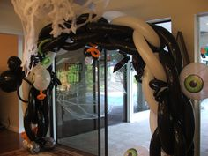 Halloween balloon arch. House Halloween party decoration. www.DreamARKevents.com