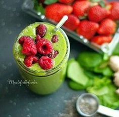 Energizing green detox smoothie - Recipes on all the ways Smoothie Popsicles, Detox Smoothie Recipes, Green Detox Smoothie, Juice Smoothie, Smoothie Drinks, Detox Drinks, Healthy Smoothies, Healthy Drinks, Healthy Eating