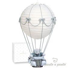 ça me trottait dans la tête depuis un moment, j'avais trouvé l'idée de la montgolfière assez rigolote avec une boule japonaise. Je me suis dit que ce serait sympas de la faire. Je suis …