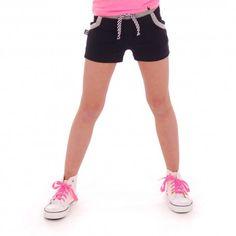 Comfortabele shorts in de kleur navy voor de sportieve meiden. Je dochter kan zich heerlijk bewegen. Kijk voor nog meer korte broekjes in de webshop.