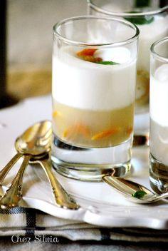 Aperitivo, gelatina de berberechos con espuma de limón y ginebra