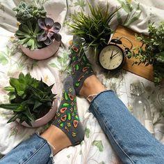 Flat lay photo ideas | Blogger photo inspiration | greenery & foliage |