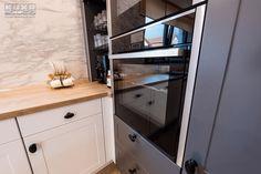 #slideandhideoven #builtinoven #builtinkitchenoven #kitchenoven #kitchenstove #kitchendesign #kitchen #kitchenfurniture #mobila #mobiladebucatarie #bucatarii #bucatariimoderne #modernkitchens #KUXA #KUXAstudio #KUXAkitchens #bucatariiKuxa Kitchen Oven, Kitchen Cabinets, Hidden Kitchen, Gifs, Furniture, Storage, Design, Home Decor, Kitchen Cupboards