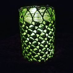 """Nikoletta Kranz (@kranzniki) hat ein Foto auf seinem/ihrem Instagram-Konto veröffentlicht: """"#licht der #hoffnung #light of #hope  #traumhäklerin #inspiredbyaustria #green #grün…"""" Energy Drinks, Glass Vase, Canning, Instagram, Decor, Pictures, Crown Cake, Decoration, Decorating"""