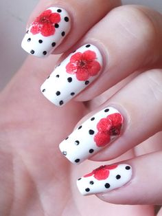 nail-art-manucure-bada-bloom-ciate-inspiration-kenzo-blanc-nailmatic-fleurs-sechees-coquelicots-dots-dotting-tool-pin-up-manucure-ete-frais (2)