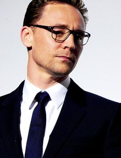 Tom Hiddleston at the High Rise premiere during London Film Festival . - Tom Hiddleston at the High Rise premiere during London Film Festival Source: russian-hid - Tom Hiddleston Gentleman, Tom Hiddleston Quotes, Tom Hiddleston Funny, Xavier Rudd, Loki Laufeyson, Fallout 3, Greys Anatomy Br, Toms, Marvel Heroes