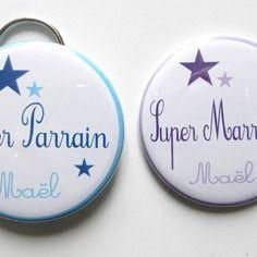 Special super parrain et marraine personnalisable violet et bleu - lot de 1 miroir de poche 56mm + 1 porte clé décapsuleur