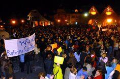 Bariloche. Miles de personas se agruparon en los principales centros demográficos para manifestarte contra el Gobierno. Foto:LA NACION/Alfredo Leiva