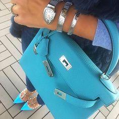 H and V... Luxury Bags, Luxury Handbags, Purses And Handbags, Sac Hermes Kelly, Bvlgari Serpenti, Bracelets Design, Trendy Watches, Hermes Bags, Colored Jeans