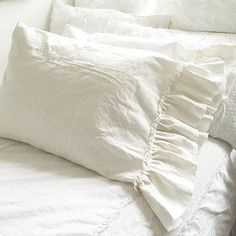 Now I lay me down to sleep, I pray the Lord my soul to keep, if I die before I wake, I pray the Lord my soul to take. (One of my favorite childhood sayings,hanging onto the child in me) Good Night my dear friends. #dreamy #bedlinen