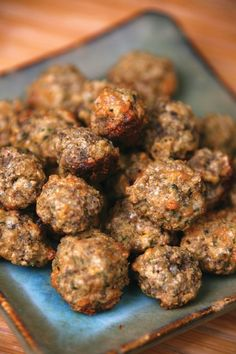 DIY Dog Treat: Beef, Pumpkin and Quinoa Burgers for Foodie Friday! These treats are quick and easy to make and are a great choice if your pup has sensitivities to gluten and common grains. Quinoa is technically a seed, not a true grain, and it's not used in most pet foods. Makes 12 to 18 burgers.