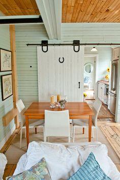 Des belles portes coulissantes faites avec du bois de grange