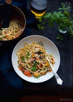 Spaghetti Frutti di Mare | White Plate