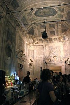 """Bologna night, Le Stanze - """"A capela-bar e cafeteria do Le Stanze em Bologna"""" by @Alex Leichtman Aranovich"""