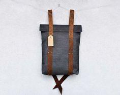Minimalist rucksack with leather straps personalized von InconnuLAB