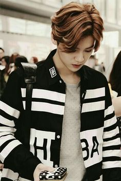 Find images and videos about kpop, exo and luhan on We Heart It - the app to get lost in what you love. Luhan Exo, Kpop Exo, Exo Ot12, Got7, Chen, Exo Album, Exo Members, Chinese Boy, Chanbaek