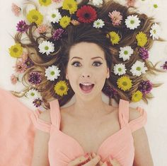 Shared by sofi savvidou. Find images and videos about zoella, zoe sugg and alfie deyes on We Heart It - the app to get lost in what you love. Zoella Beauty, Zoella Makeup, Zoella Hair, Zoe Sugg, Girl Online, Favorite Person, Beautiful People, Cool Hairstyles, Celebs