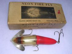 Old-School Baits: 30 Superlative Antique Fishing Lures and Why They're Collectible Field & Stream Fishing Tackle Box, Bass Fishing Tips, Fishing Bait, Fishing Reels, Fishing Stuff, Saltwater Fishing, Homemade Fishing Lures, Vintage Fishing Lures, Bushcraft