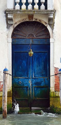 ♔ Venetian doorway