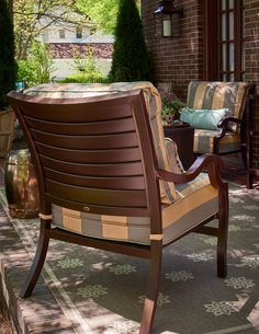 View timeless styles from Summer Classics featured at Traditional Home's 2015 Junior League of High Point showhouse. #summerclassics #outdoorfurniture #beautiful #luxury #patio Photo Credits: Dustin Peck