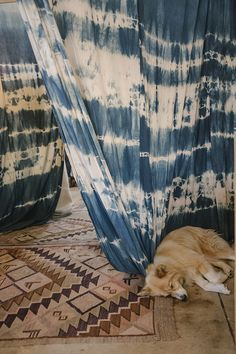 tie dye just white sheet tie dye tapestry Tapestry Curtains, Diy Curtains, Diy Tie Dye Tapestry, Textiles, Textile Patterns, Shibori, Roomspiration, General Store, Boho