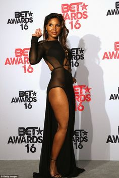 nice See what Toni Braxton wore as she poses with Birdman during BET Awards (Photos) Toni Braxton and Birdman are officially an item. The 48 year old singer, and the rapper, made their public debut as a couple at the 2016 BET Award. Black Girl Magic, Black Girls, Look Star, Meagan Good, Toni Braxton, New Boyfriend, Beautiful Black Women, Sensual, Beautiful Actresses