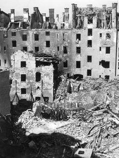 Zerstörtes München, 1944 Timeline Classics/Timeline Images #Luftangriff #Bombadierung #Destruction #Bombing #Munich #Schutt #Ruinen #Ruins