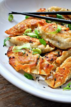 Super simple vegan dumplings filled with sesame tofu and green onions. Steamed or pan fried, either way, they are amazing! Dumplings filled with delicious sesame tofu and green onions. Quick, easy and can be steamed or fried! Vegetarian Recipes, Cooking Recipes, Healthy Recipes, Cooking Kale, Sesame Tofu, Vegan Dumplings, Pasta Primavera, Asian Recipes, Ethnic Recipes