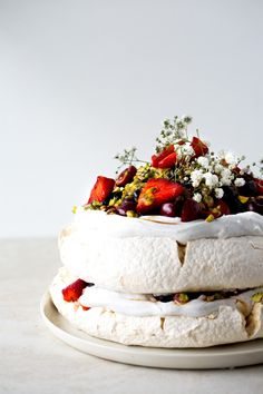 Vegan Pavlova with S
