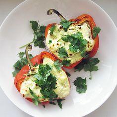Syötävän hyvä: TÄYTETYT PAPRIKAT TUPLAJUUSTOLLA