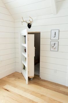 DIY Hidden Doorway Bookcase  #Bookcase #decoration #decorations #DIY #Door #Doorway #Hidden