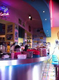 LE BALMORAL - brasserie/café, ambiance USA des années 60' - cadre génial, pas donné, bons milkshakes
