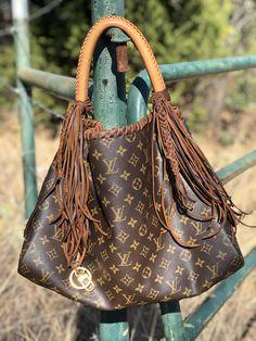 Louis Vuitton Shop, Vintage Louis Vuitton, Lv Handbags, Louis Vuitton Handbags, Purses And Bags, Lv Bags, Boho Bags, Cool Boots, Small Bags