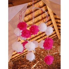 Preciosas estas bolas de plumas. Combínalas como quieras y cuélgalas del techo o de nuestras coronas de hierro para completar la decoración de tu fiesta de primera comunion. http://www.airedefiesta.com/product/3122/0/0/1/1/Bola-de-Plumas-Blanca.htm #comunion #fiesta #plumas