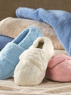 Treat your feet to our Womens Perfect Comfort Wrap-Style Slippers. These plush, velvety-soft slippers provide the ultimate in all-day comfort. Best Slippers, Cute Fall Outfits, Wrap Style, Womens Slippers, Gender Female, Sewing Projects, Plush, Socks, Classic