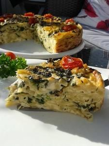Rezept: Nudel-Torte mit Blattspinat.