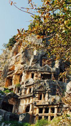 Auf den Spuren des Nikolaus | Atomlabor on Tour in der Türkei | Go Turkey Teil I - Atomlabor Blog | Dein Lifestyle Blog Antalya, House Styles, Blog, Ruins, Tourism