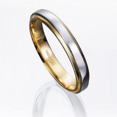 Alianza de boda BICOLOR DE PLATINO. #Alianza de #boda en platino fino y oro amarillo de 18 kilates con ancho de 3,5 milímetros.