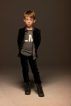 Boys outfit~Image © La Miniatura